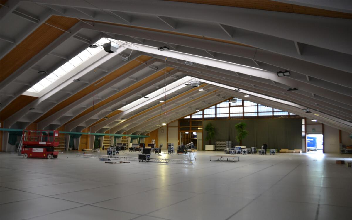 https://www.tennishalle.ch/wp-content/uploads/sites/16/2019/12/zeichenflaeche-6.jpg